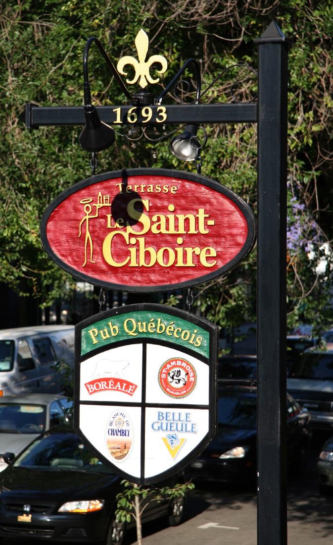 Célèbre Pub Saint-Ciboire, en rénovation après incendie...