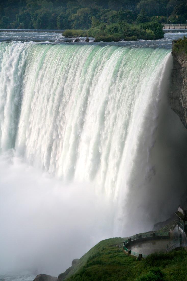 La force furieuse des chutes du Niagara