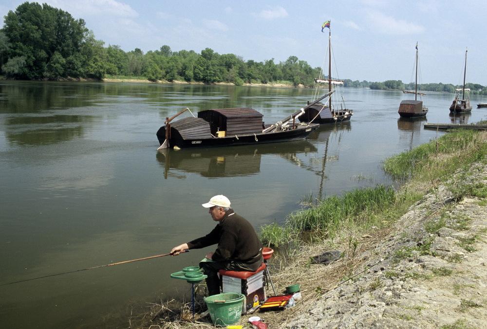 Garabe et pêcheur en bord de Loire