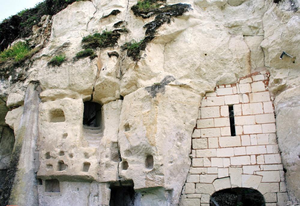 Mystérieux troglodytes oubliés n Val de Loire