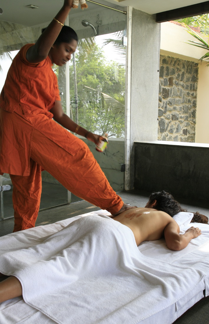 Kalari oil massage du Divya ('Health Spa'), Leela, Kempinski Kovalam Beach, Kerala