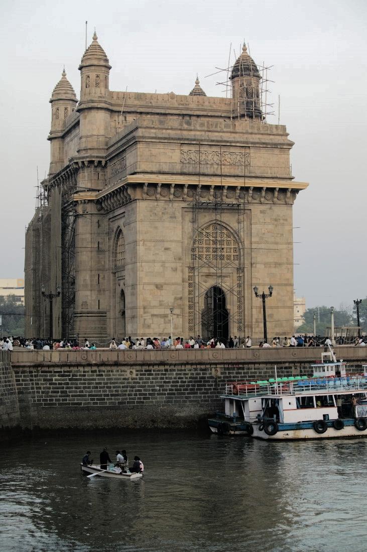 La Porte de l'Inde à Mumbay, face au port