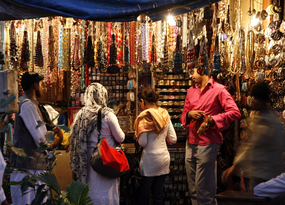 Marché de nuit dans le mythique quartier de Colaba, Mumbay/Bombay