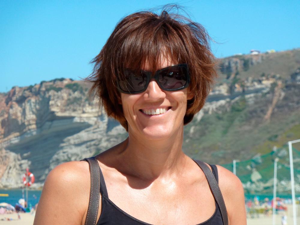Salut, c'est moi Kathleen, ici sur la plage de NAzaré -© K. Marchal