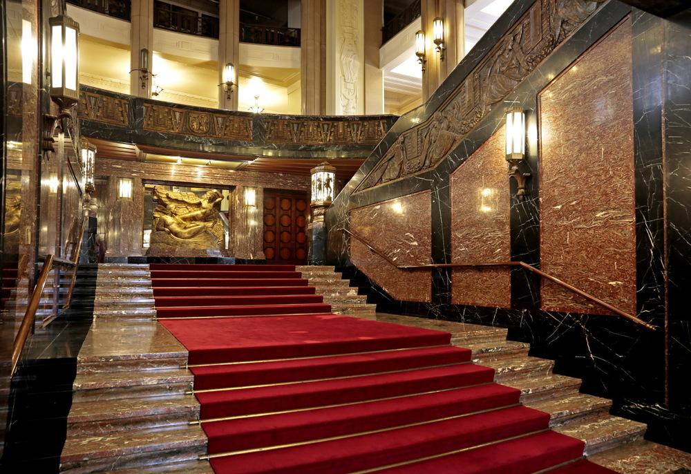 Hall d'honneur en marbre de Rance, hôtel de ville de Charleroi