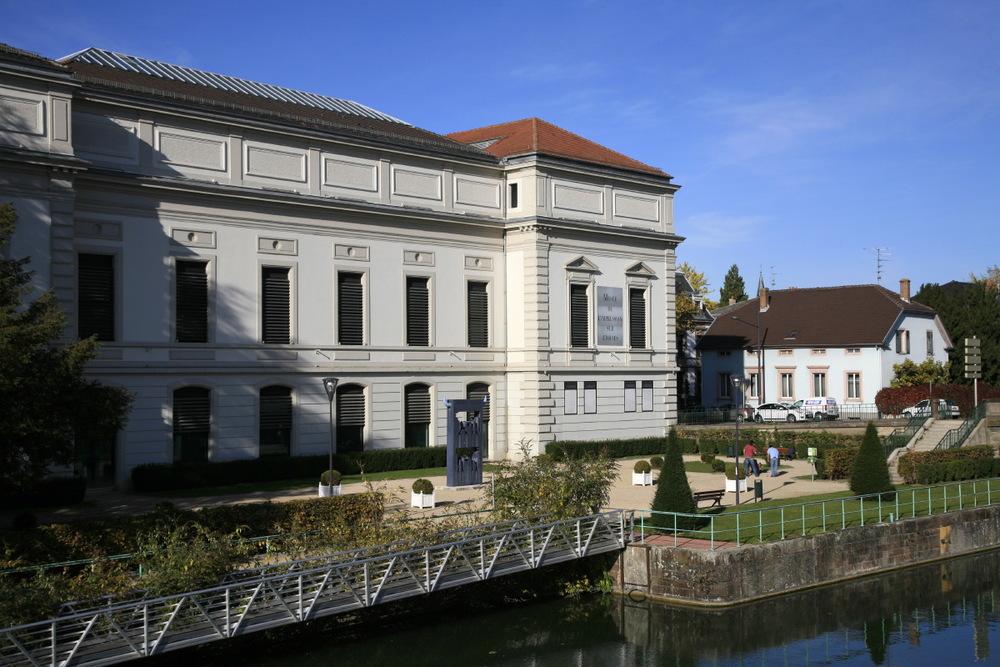 Musée de l'impression sur étoffe longeant les bassins du Rhin