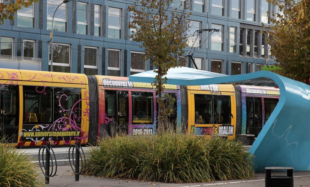 Les abris de tram tout colorés