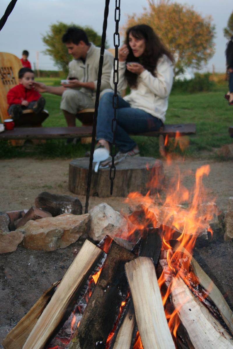 Les inoubliables repas autour du feu...
