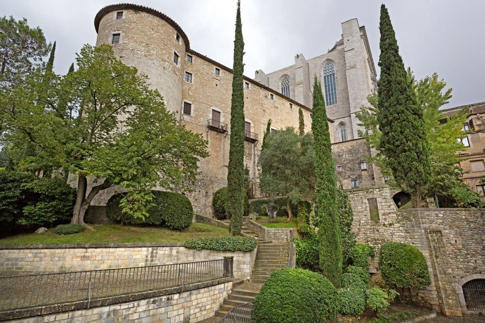 Gérone : la cathédrale vue des jardins de la Francesca