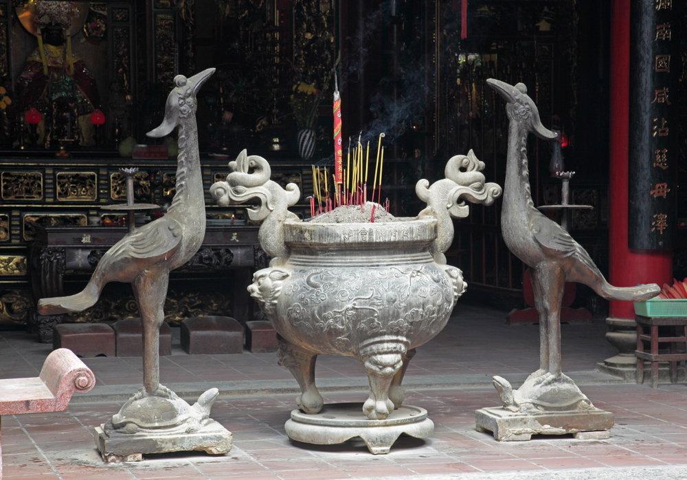Phœnix et brûle-encens à la pagode Ha Chuong Hoi Quan