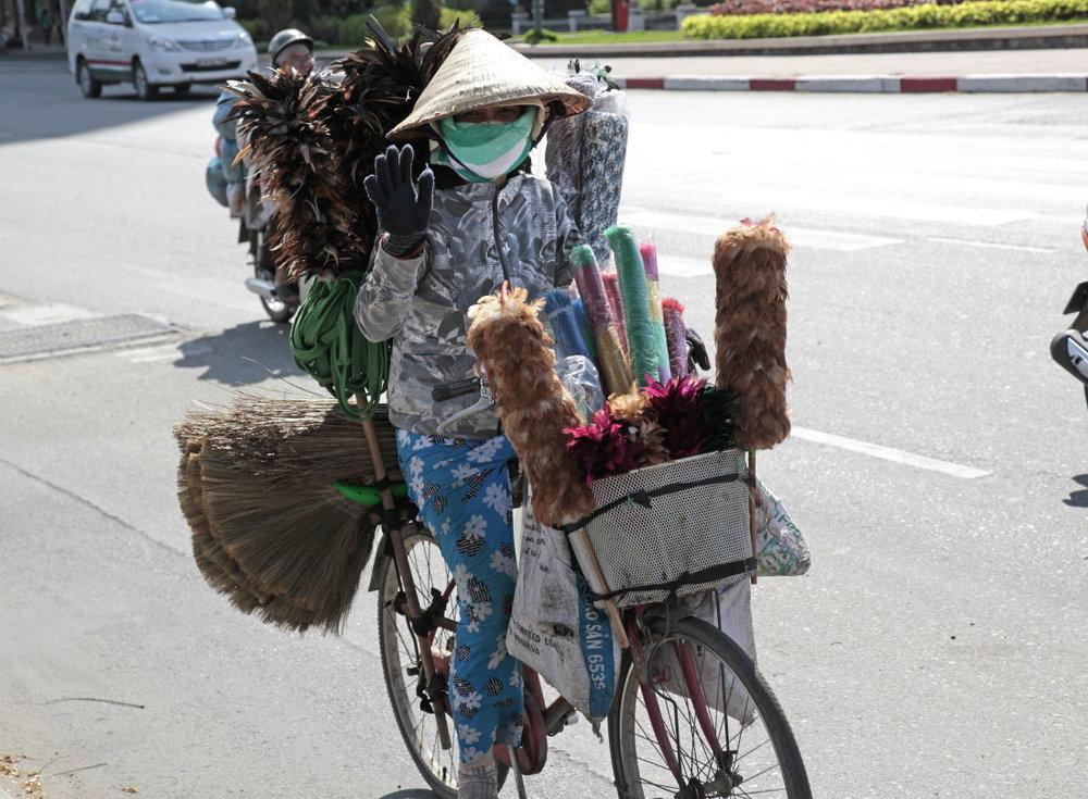 La marchande de balais et plumeaux, HCMV