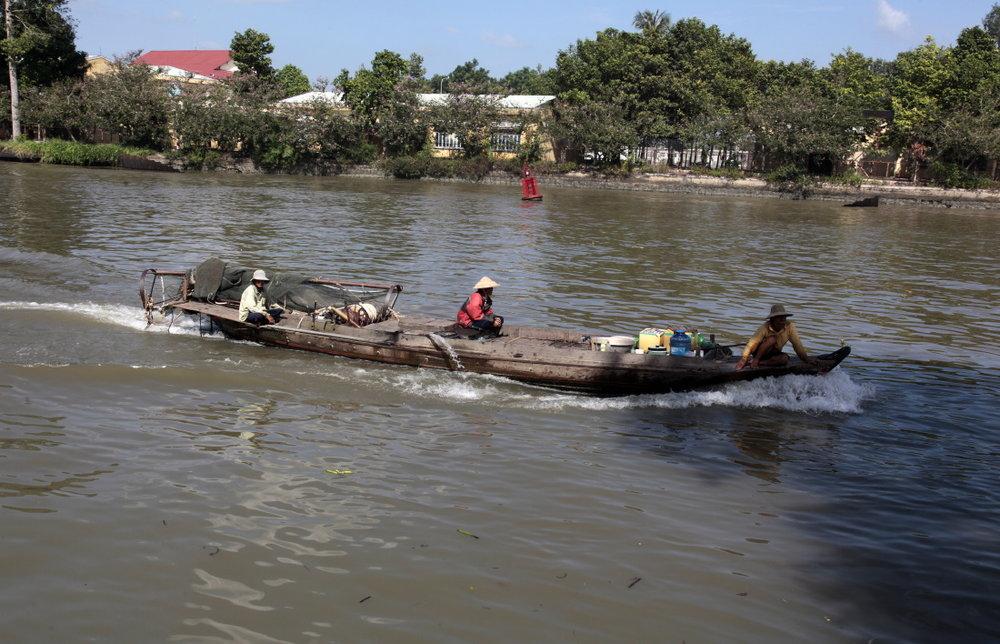 Le trafic incessant des bateaux de SaDec