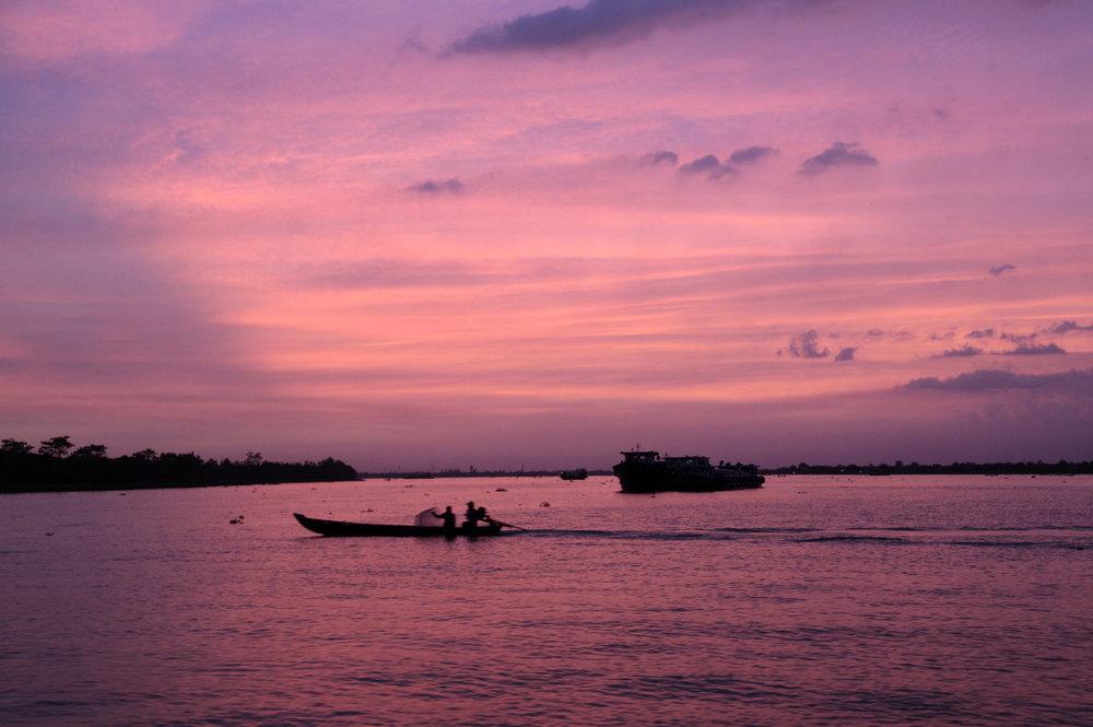 Tân Phong, le bac retour au soleil couchant