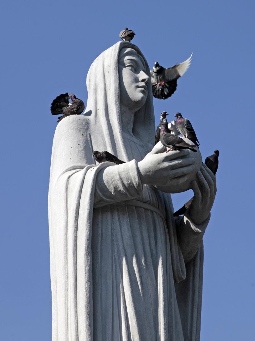 Statue de Notre-Dame face à la cathédrale, HCMV