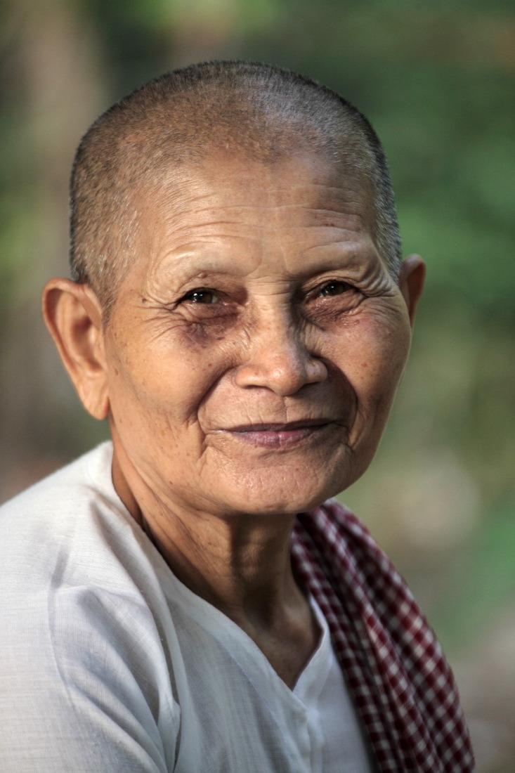 La douceur d'un regard, none dans un temple, province de TraVinh