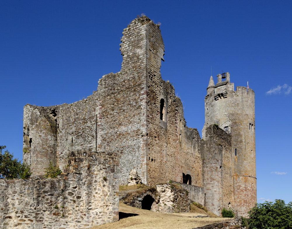 Dominant son éperon rocheux, la forteresse de Najac