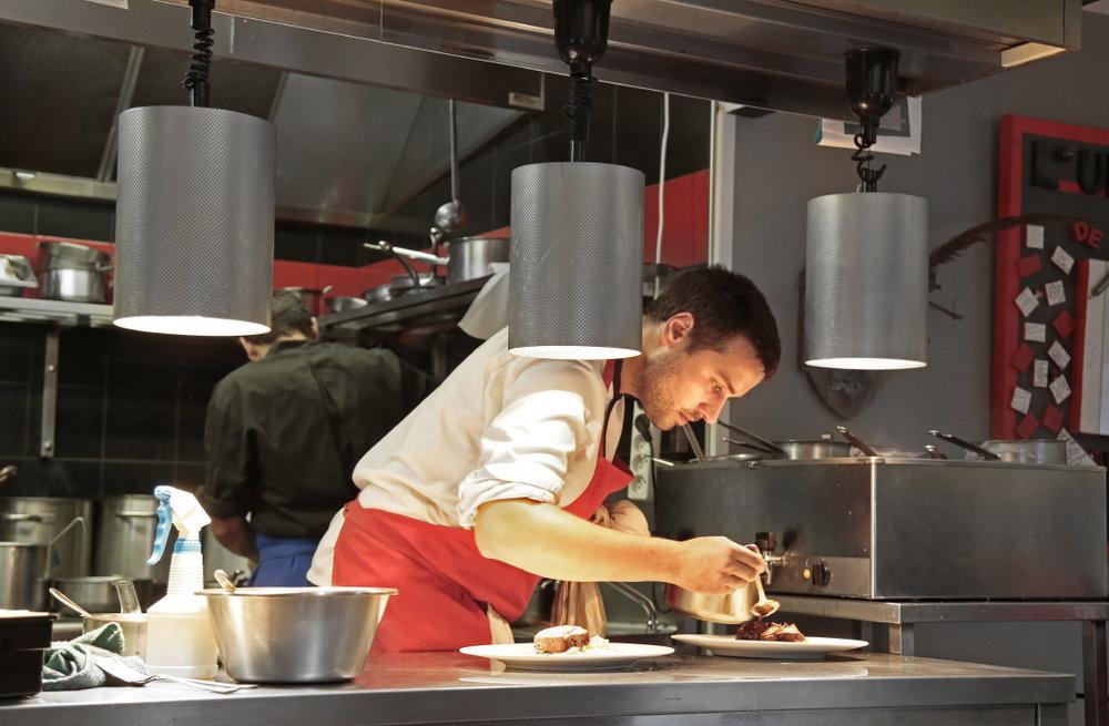Quentin Bourdy dans sa cuisine de l'Atelier