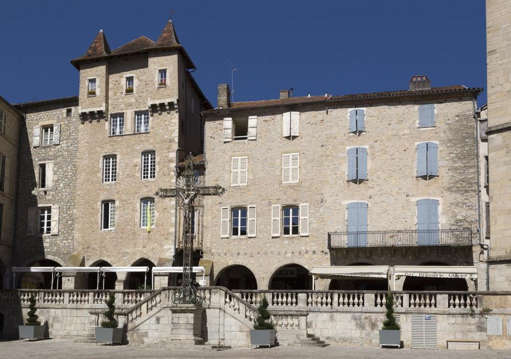 Villefranche de Rouergue aux 22 monuments historiques inscrits ou classés