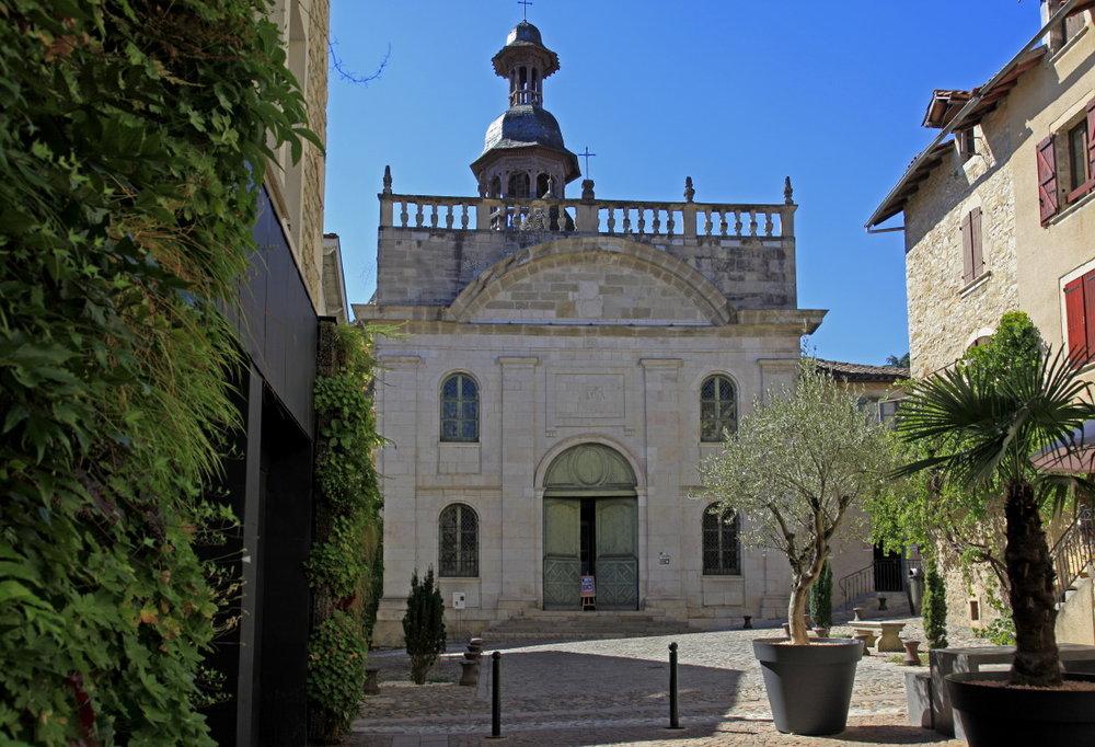 Juste à côté de notre hôtel Les Fleurines, la chapelle des Pénitents noirs