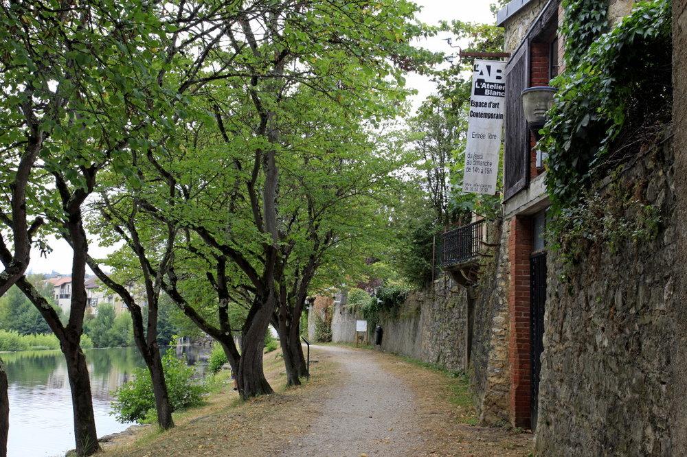 L'Atelier blanc sur les rives e l'Aveyron