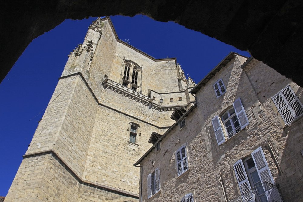 L'imposant clocher de la collégiale de Villefranche de Rouergue