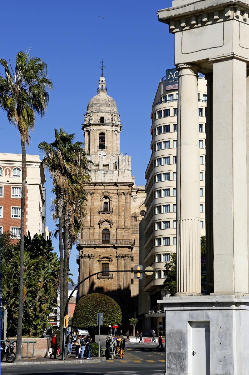 Profil de la cathédrale vue du Paseo del Parque
