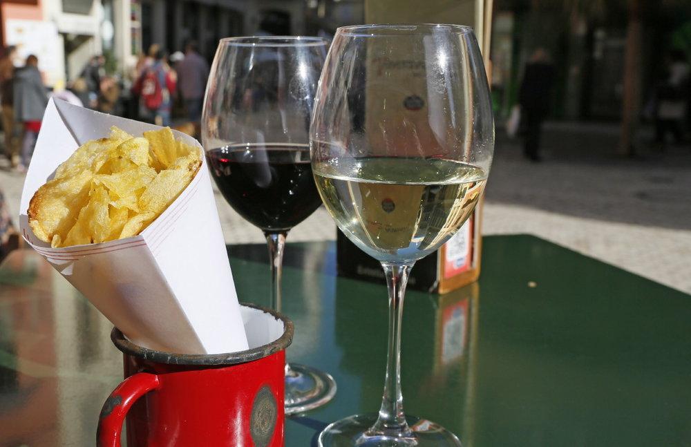 Copas de vino y patatas fritas !