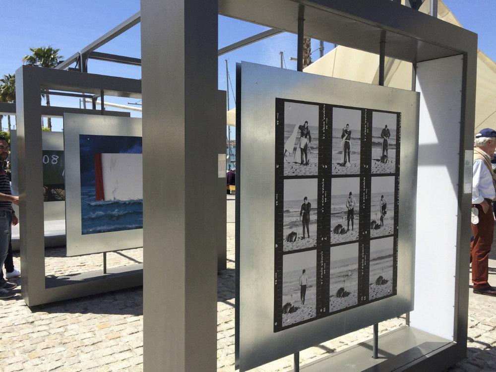 Exposition temporaire le long de Muelle Uno
