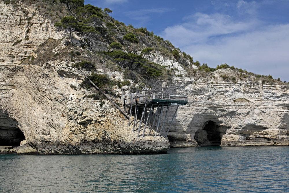 Ruine d'un trabucco sur la côte du Gargano