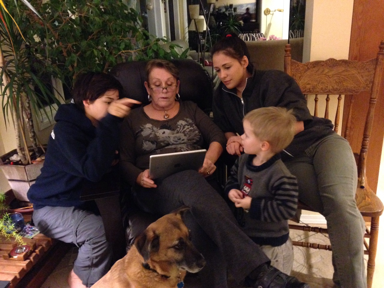 Out b&b has started to feel a bit like home. In this photo Oscar is lending his expertise as our host Eva gets a lesson on her iPad from her granddaughters. We had a wonderful dinner with Eva and Emile tonight but we say goodbye tomorrow and head to our new home.