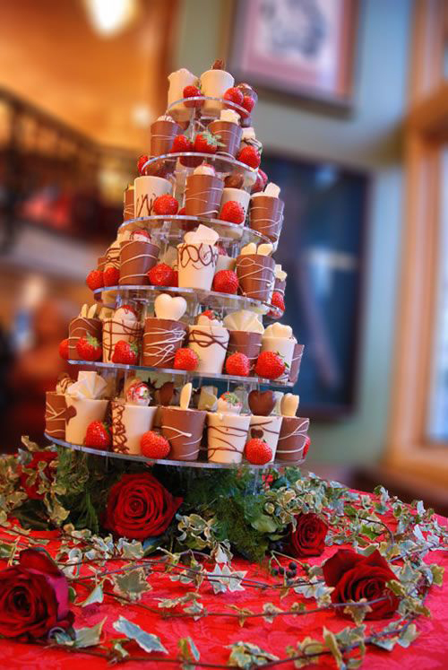 wedding-cake-with-strawberries-.jpg