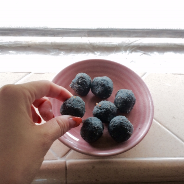 Sweet black sesame lard balls.