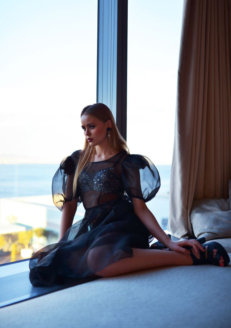 From the organza, structured sleeves, to the bejeweled bra, this swoon-worthy look has us wishing for warmer temps.   Kayture.com   has all the details.