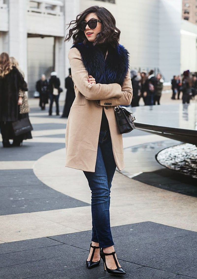 We love a good dressed-up denim look. So simple, yet so put together,  Krystal keeps it chic as usual.