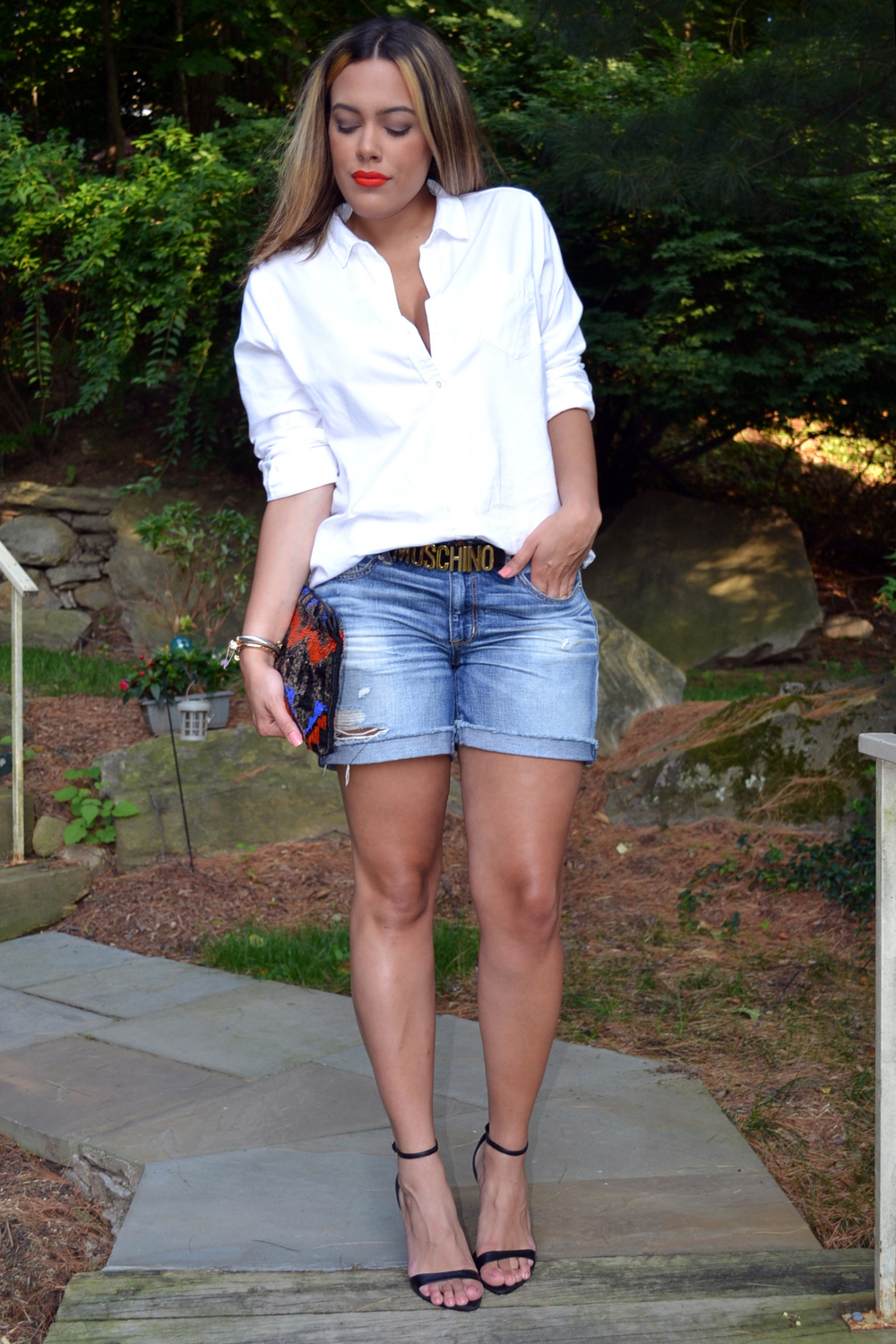 how-to-wear-white-button-down-shirt-cutoff-shorts-moschino-belt.jpg