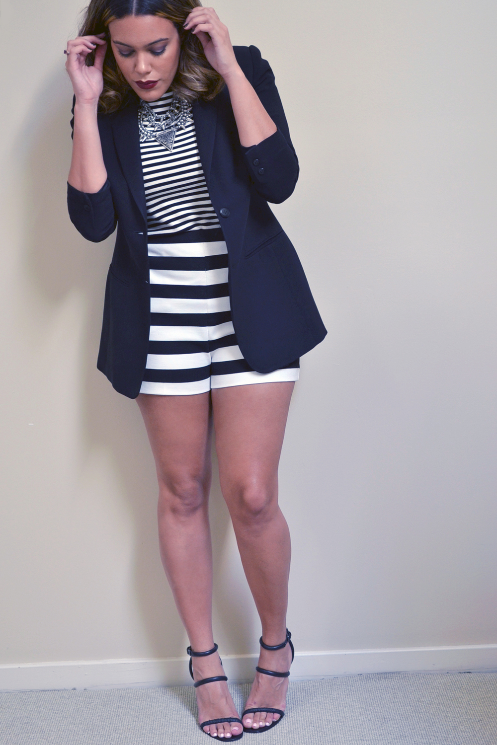 how-to-wear-stripes-on-stripes-print-mixing-black-and-white-zara-dress-express-shorts.jpg