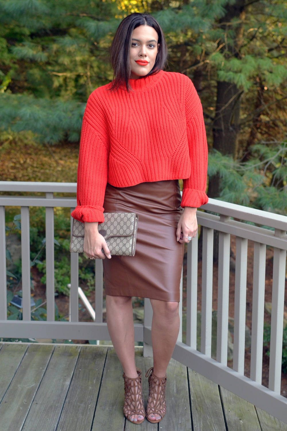 how-to-wear-crop-tops-hm-crop-sweater-faux-leather-scarf-vintage-gucci-clutch.jpg