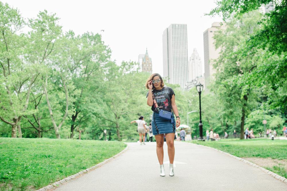 how-to-wear-graphic-tee-t-shirt-and-denim-mini-skirt-h&m-zara-sale-2017-latina-new-york-city-fashion-blogger-style-operator-summer-fashion.jpg