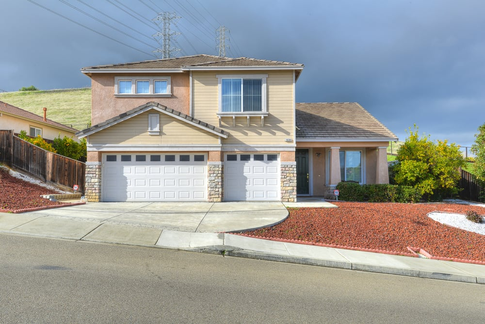 1038 Oakpoint Dr_3.jpg