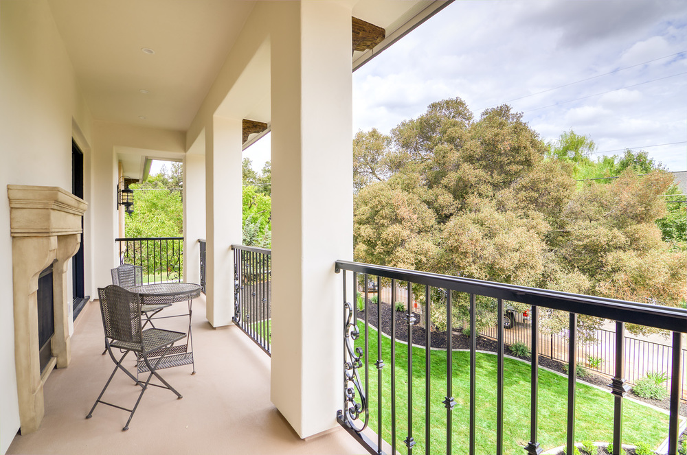28 - Balcony (2).jpg