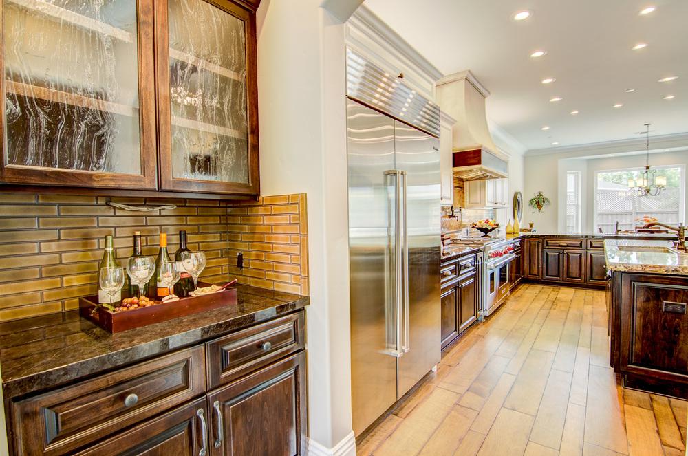 16 - Kitchen (2).jpg