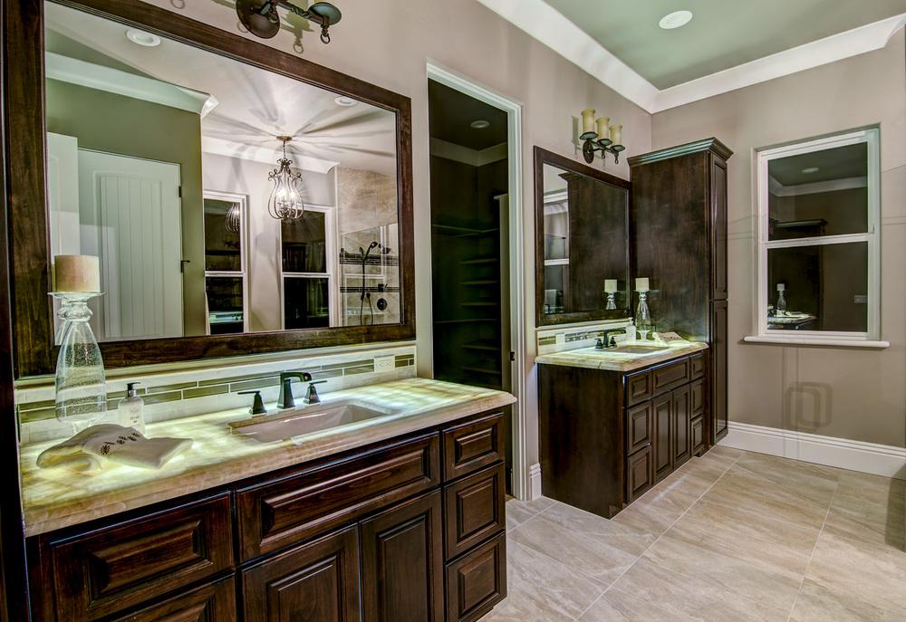 9 Bathroom (2).jpg
