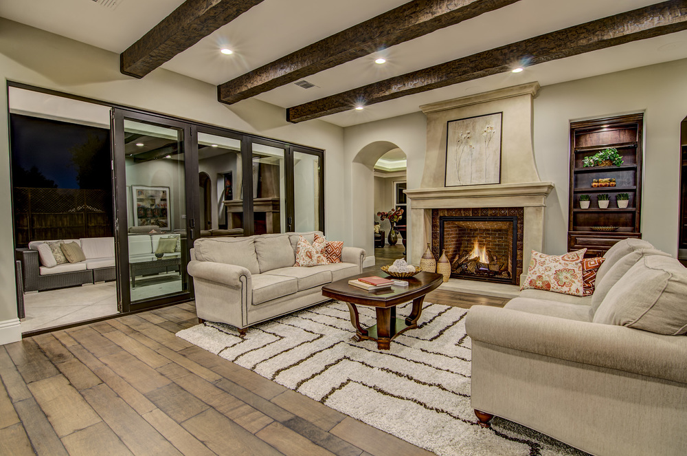5 Living Room (2).jpg