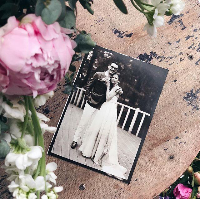 Наши свадебные фотографии — отличный повод начать семейный альбом 😻 На фото — красивые Богдан и Алёна! Организация @marywed 🙏🏻 **************************************** #шипр #фотоателье #ретрофото #ретро #фотостудиявмоскве #shipr #alternativeprocess #vintagephoto #путешествиевовремени #sepia #сепия #стариннаякамера #выездноефотоателье #организациясвадьбы #развлечениенамероприятие #wedding #развлечениянасвадьбу #bride