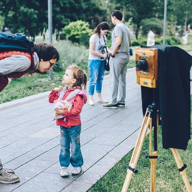 Молния ⚡️ ⠀ 28-29 июля снимаем на @eskimofest 💪🏻 ⠀ Узнать нас можно по старинной деревянной камере! ⠀ 📍Культурный центр ЗИЛ (ул. Восточная, 4к1) 🕥 с 12 до 20