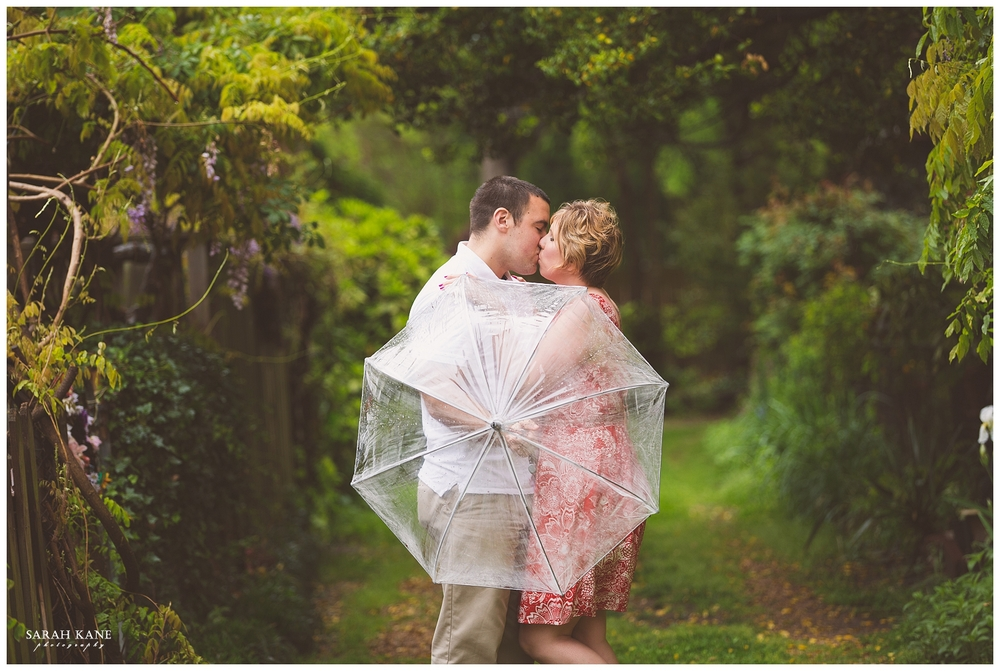 engagement photos in the rain | Sarah Kane Photography