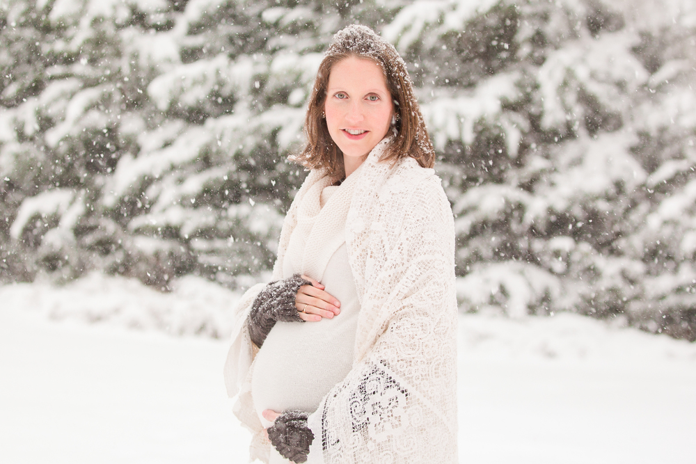winter maternity www.sarahkanephotography.com