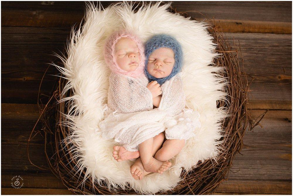 twin newborn portraits www.sarahkanephotography.com