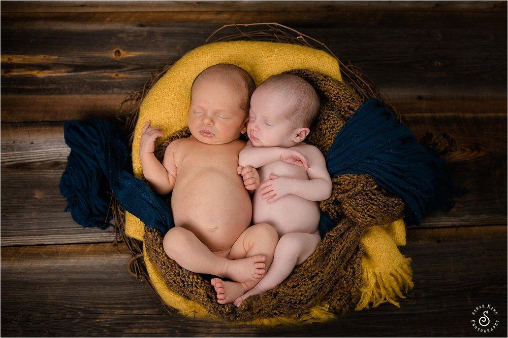 newborn twin portraits www.sarahkanephotography.com