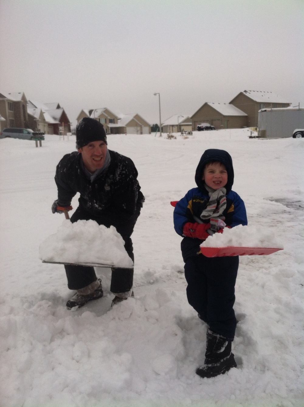 Shoveling_snow_with_Finn_2013.jpg